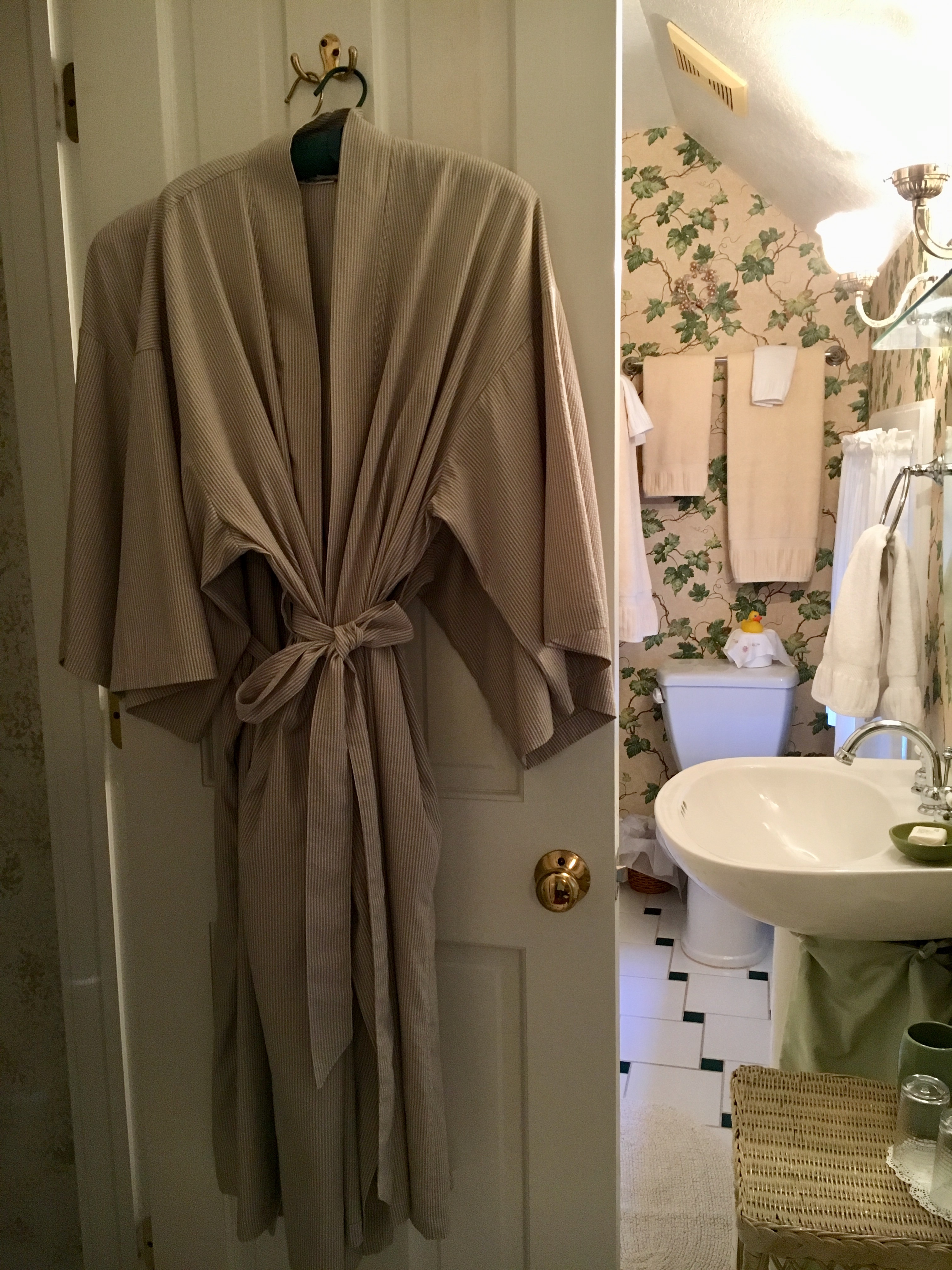 Cubbedge Robe and bath